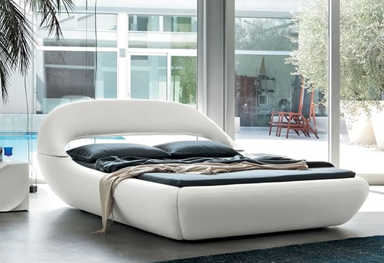 Biela manzelska postel