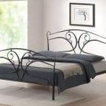 Kovova manzelska postel