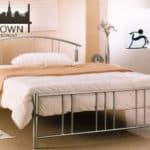 Moderna kovova manzelska postel