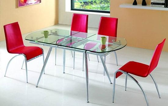 Moderny jedalensky stol zo skla