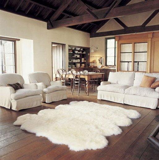 Biely kusovy koberec