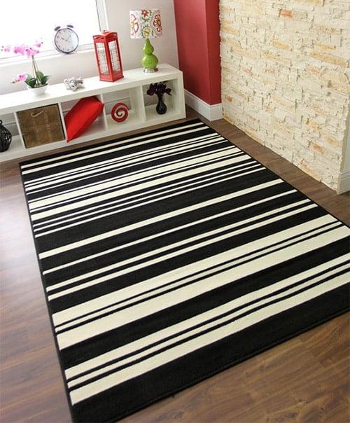 Ciernobiely kusovy koberec