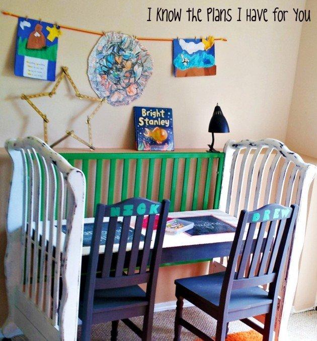 Detska postielka - stolik