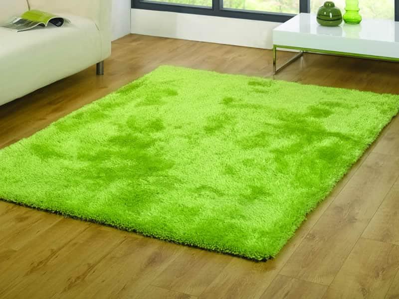 Zeleny kusovy koberec - trava
