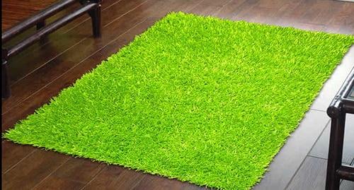 Zeleny travnaty koberec