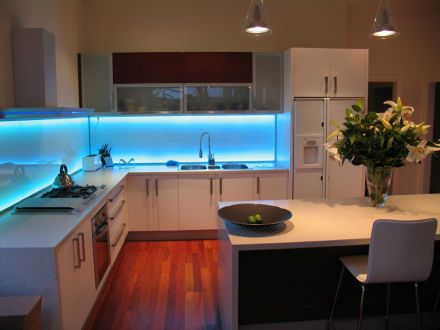 Modre osvetlenie do kuchyne