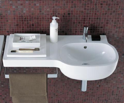 Asymetrické umývadlo s odkladacou plochou