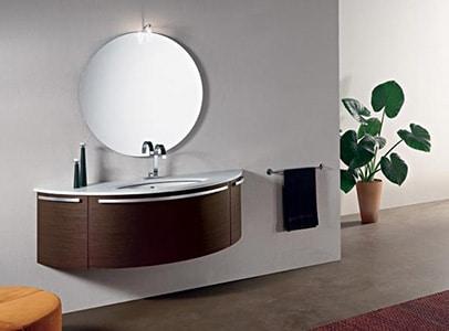 Moderná kúpeľňa s kruhovým zrkadlom