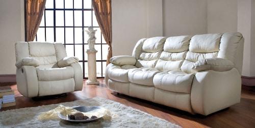 Biela kožená rozkladacia sedačka