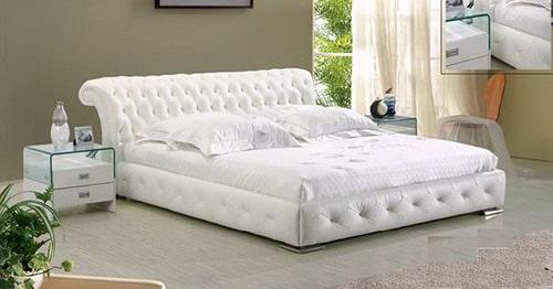 Elegantná kožená posteľ - biela