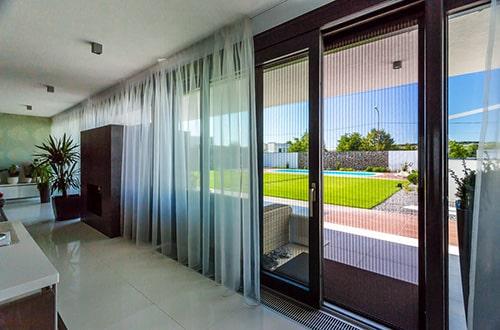 Moderná sklenená stena