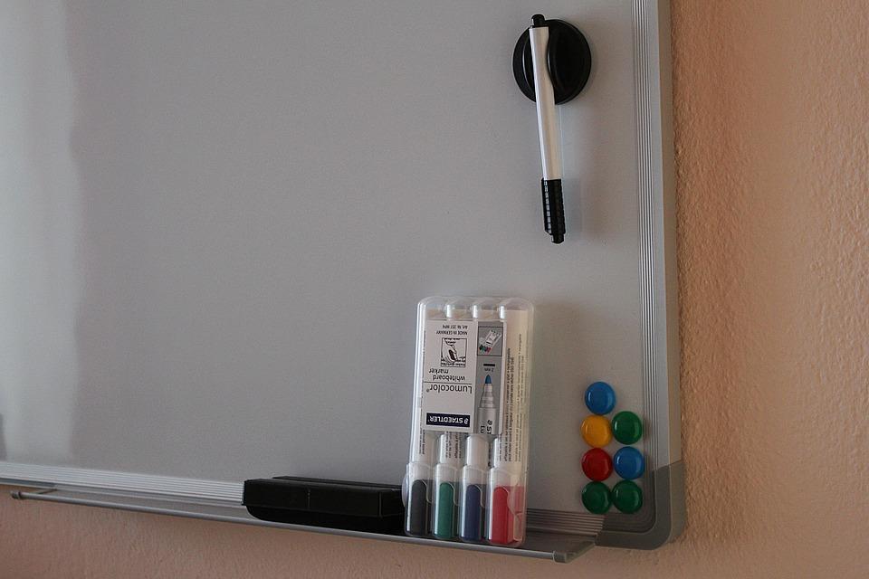 Magnetická tabuľa na odkazy - Farebné bývanie 59bef37b6bf