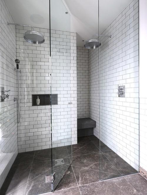 Sklenené obklady do kúpeľne
