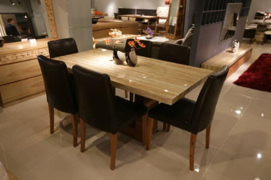 Jedálenský stôl a stoličky