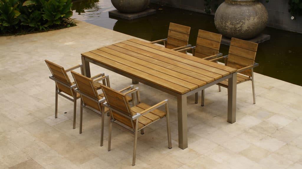 Moderný záhradný stôl